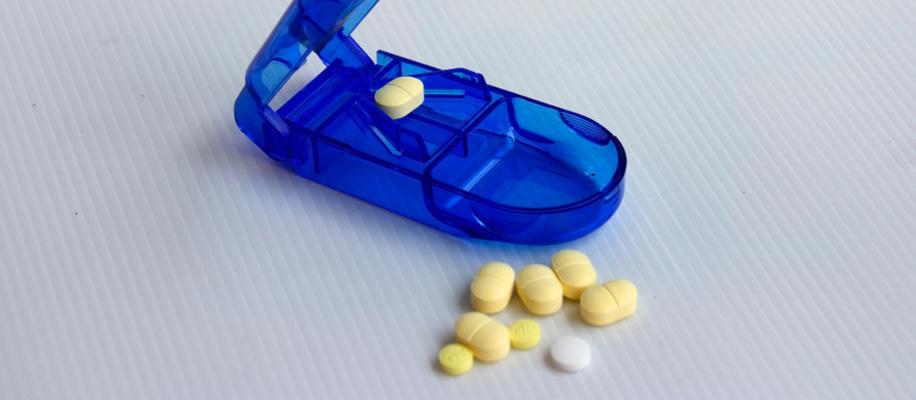 NB! Таблетку для получения кратной дозы можно ломать только в том случае, если на это есть прямое указание в инструкции по медицинскому применению препарата. В противном случае нужно покупать другую дозировку или лекарственную форму ЛС.